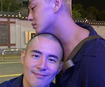 刘亚仁的综艺节目 刘亚仁「国际出柜日」PO男男贴头暧昧照
